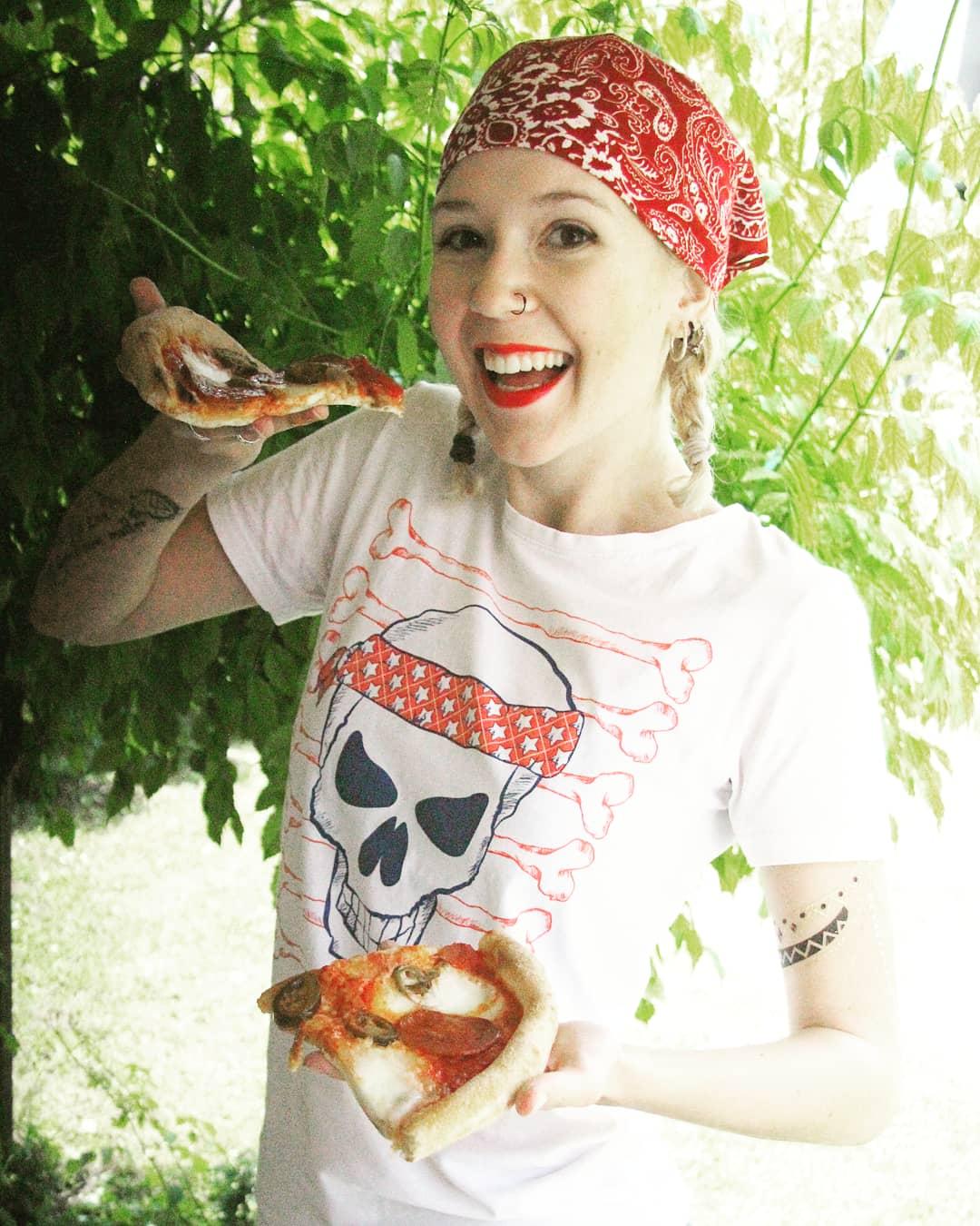 Míra with pizza
