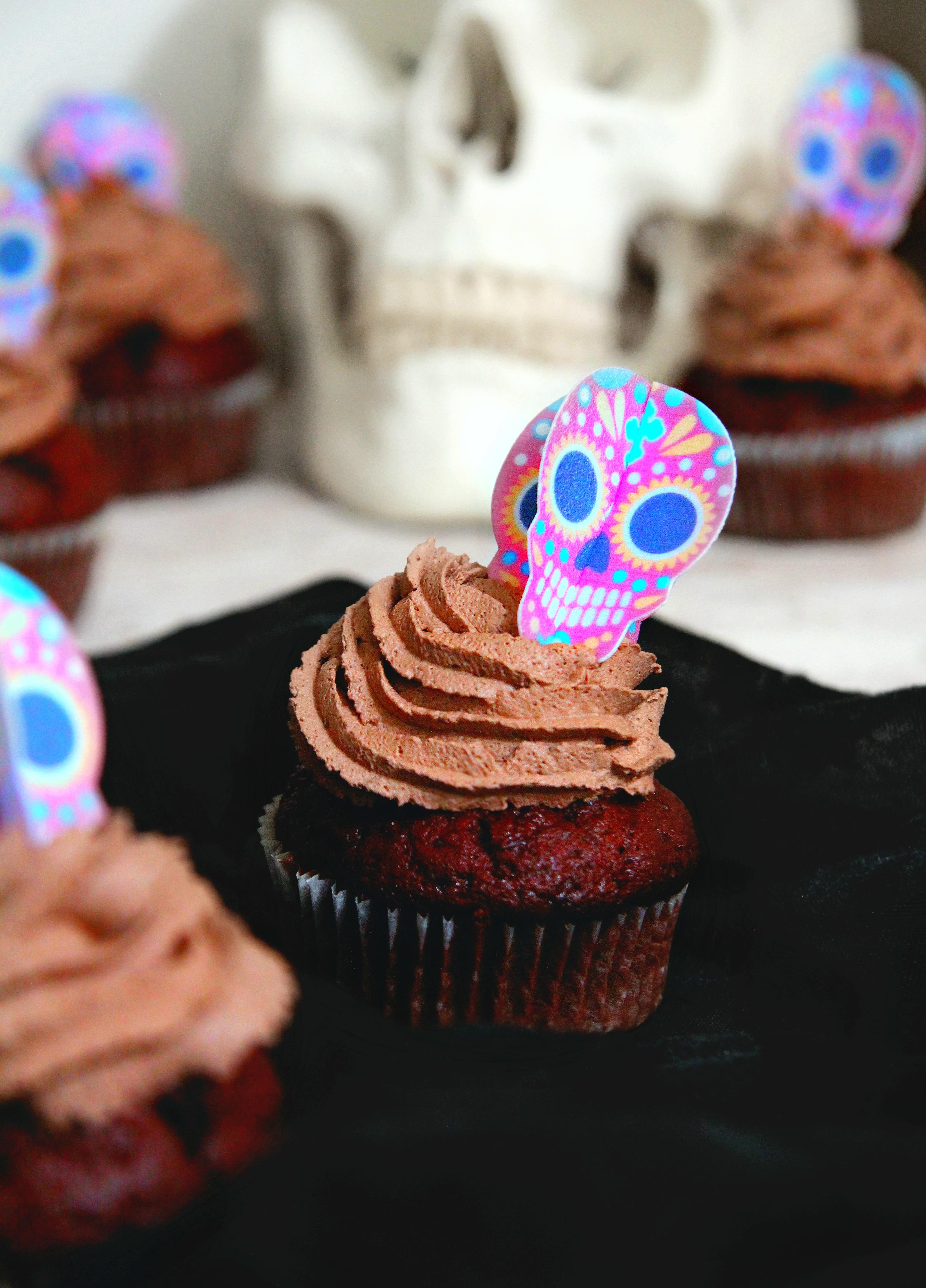 csokis cupcake halloween-i diszítés
